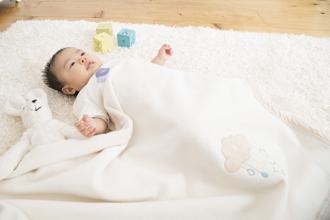 毛布と赤ちゃん