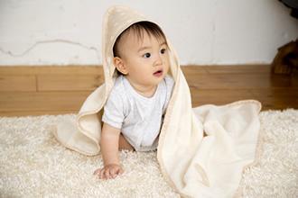 エトワールおくるみ毛布と赤ちゃん